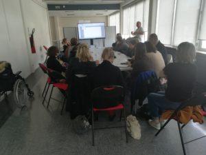 1 des ateliers de présentation de la clé USB pour les dys